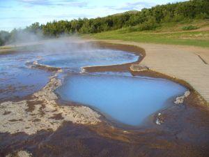 Typická krajina na Islandu, horké termální prameny